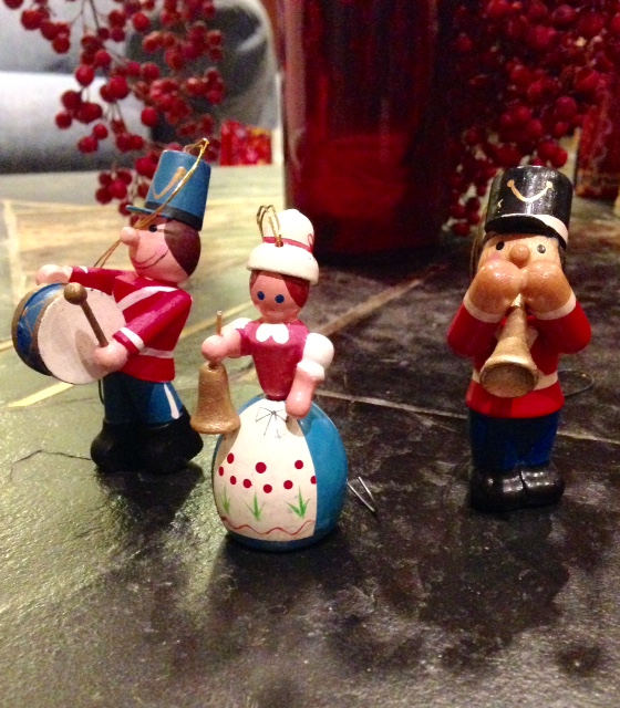 three carolers figurines