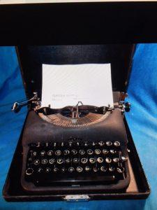 vivian lawry typerwriter